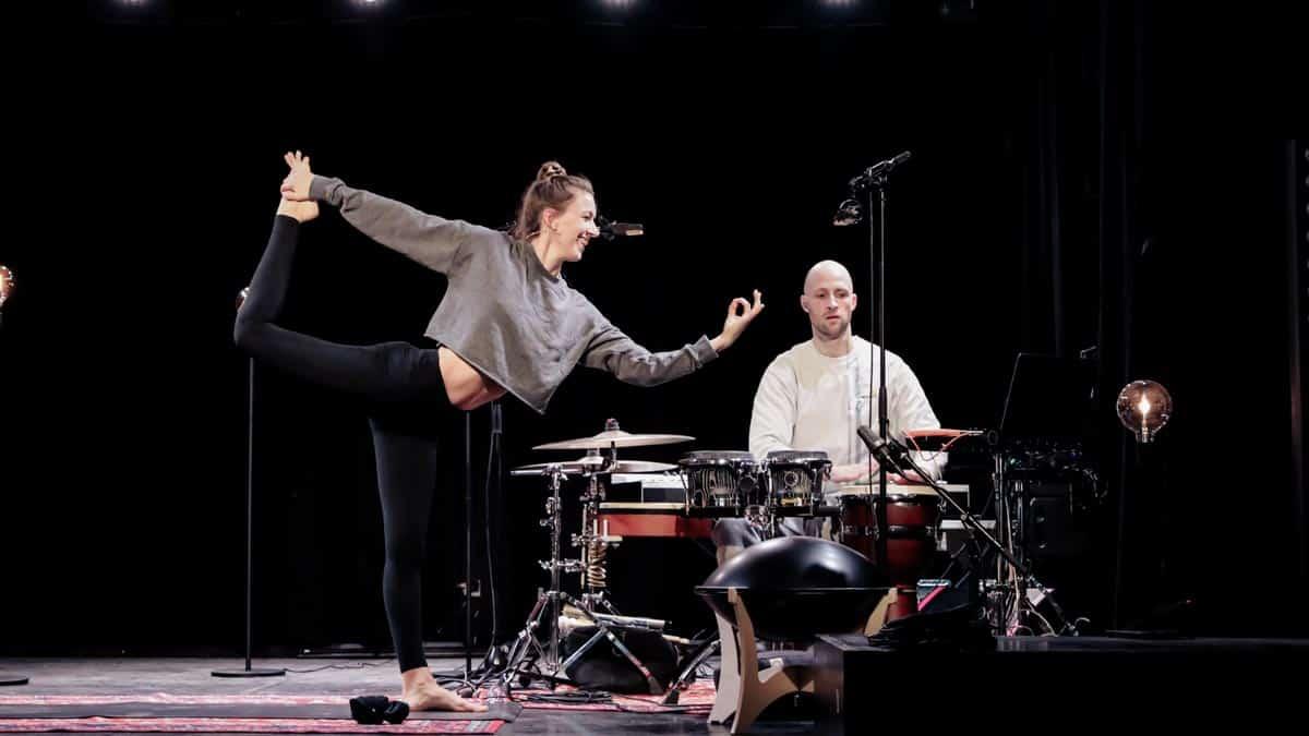 yoga musiker tänzerin